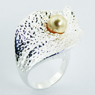 Hammered-925-Silver-Plated-Leaf-Swarovski-Pearl-Dew-Drop-Ring.jpg